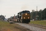 CSX ES44AC-H 3198 and C40-8 7527 roll eastbound