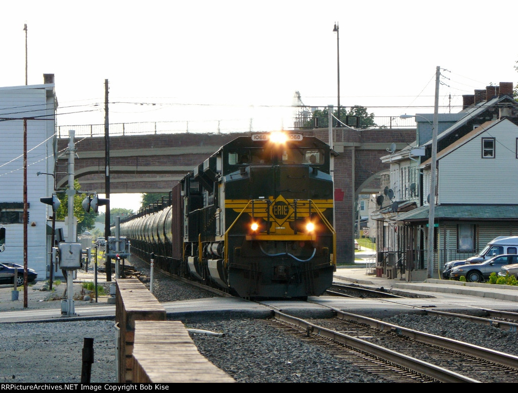 The Erie Heritage Unit leads the 66Z east at 5:12 p.m.
