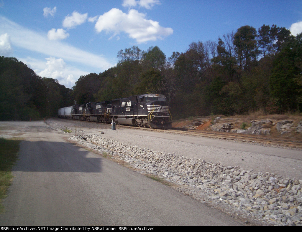 NS 2804 Stopped at Burnside, KY For a crew change