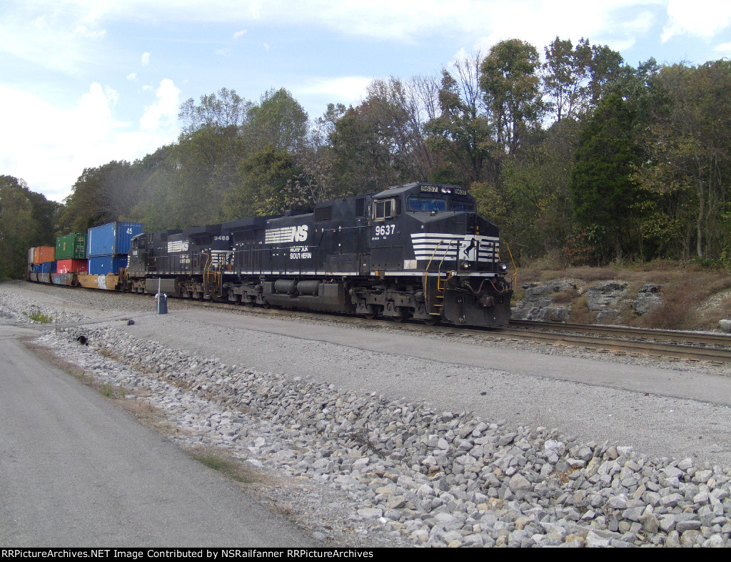 NS 9637 Stopped for a crew change