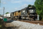 UP northbound/NS 6700