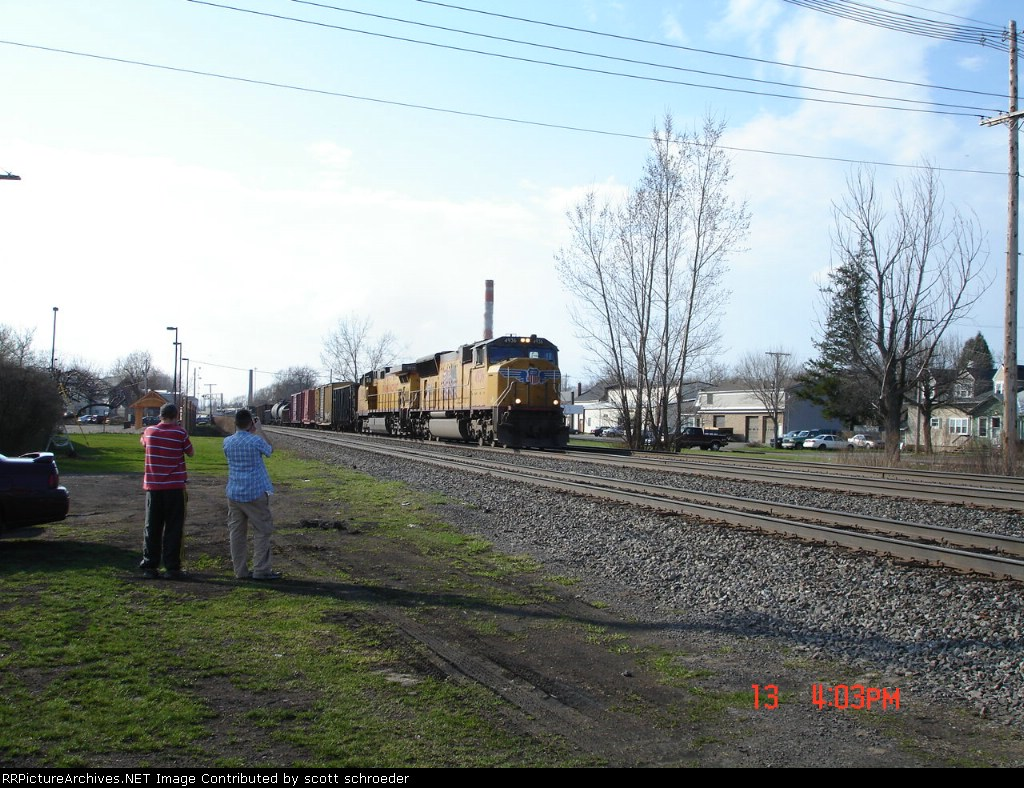 UP 4936 (SD70M) & UP 9575 (C44-9W) heading EB on the #1 Track