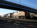 BNSF 4746 (C44-9W) & HLCX 9014 (SD40M-2) go under the Midler Ave. bridge EB