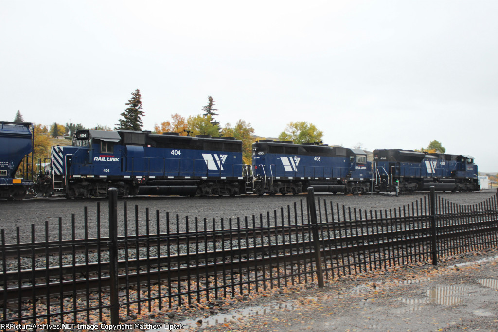 An all-EMD lashup leads the MRL 841 Local into Livingston.