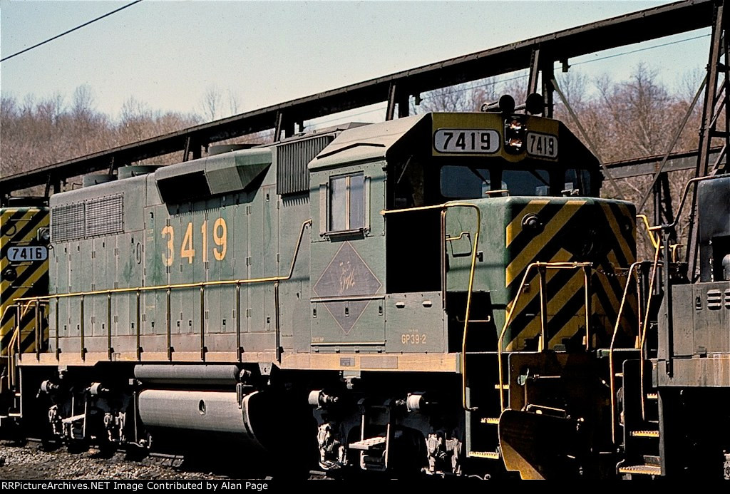 D&H GP39-2 7419 (ex-RDG 3419) starting to show original RDG number