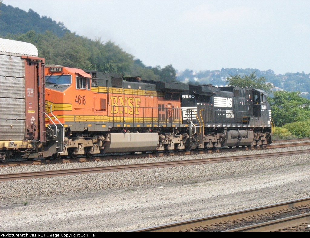 BNSF 4618 & NS 9540