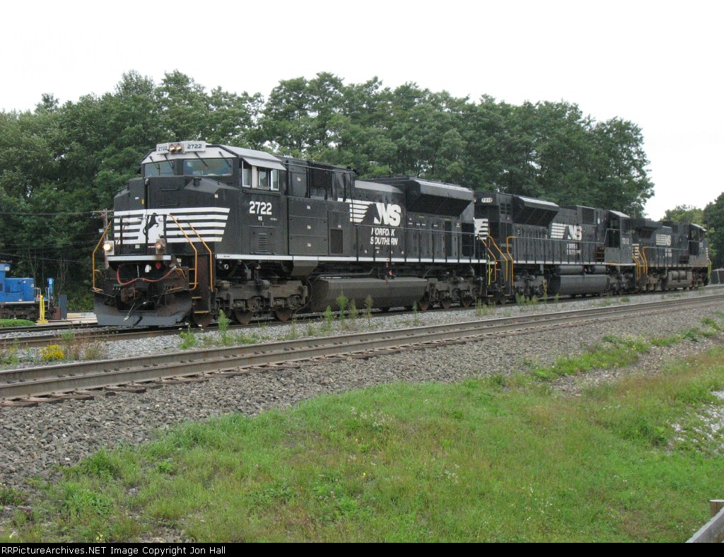 NS 2722, 7212 & 9539 heading light westward