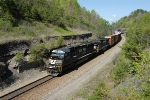 SD70M Leads On The Rathole