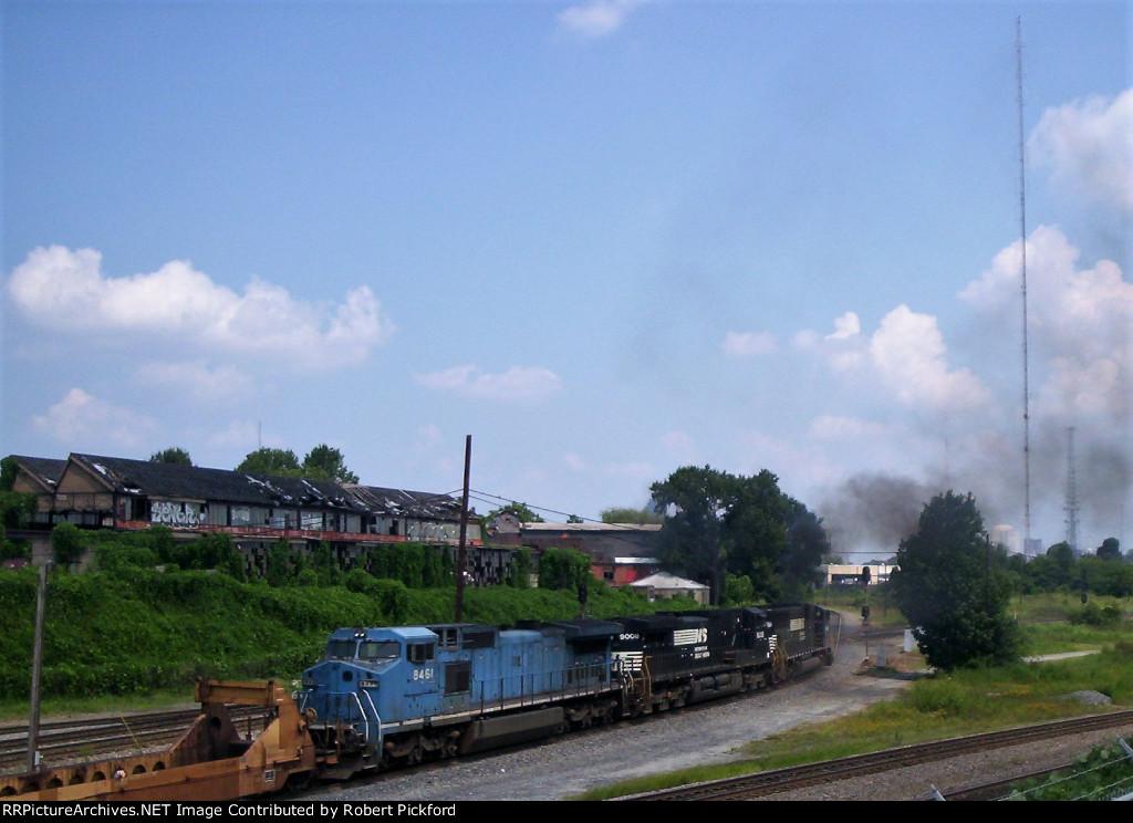 NS 6740 (SD60I) 9008 (C40-9W) 8461 (C40-8W) EX Conrail, Ex LMS