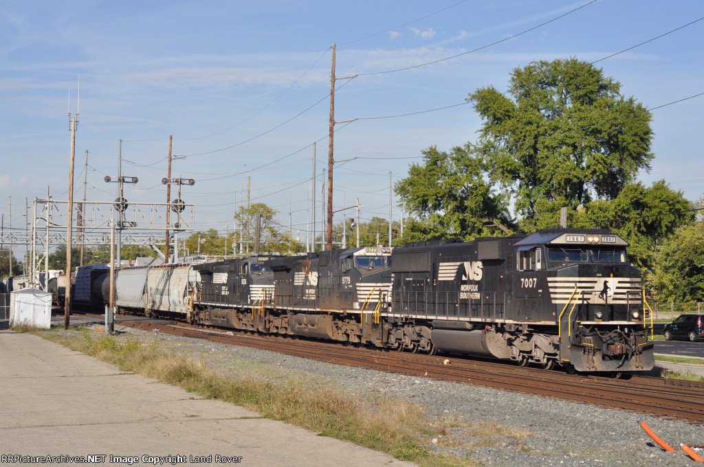 NS 7007 On NS 143 Eastbound