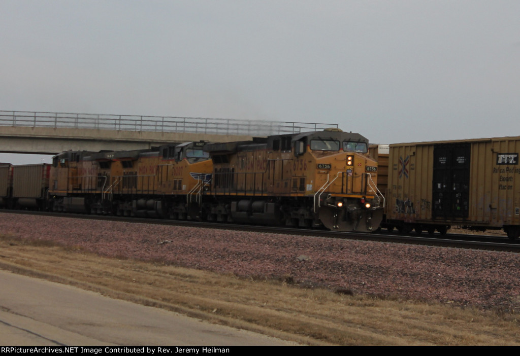UP 6756 & others (3)