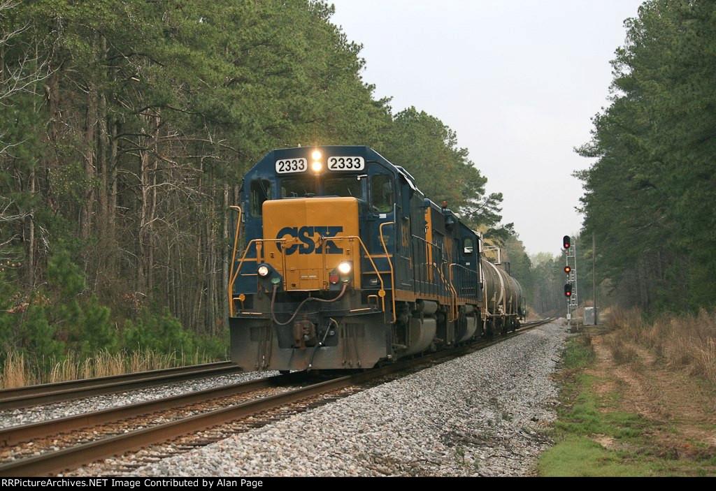 CSX Mate 2333 leads GP40-2 6428