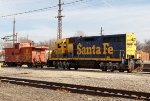 BNSF 2568 with ATSF Caboose