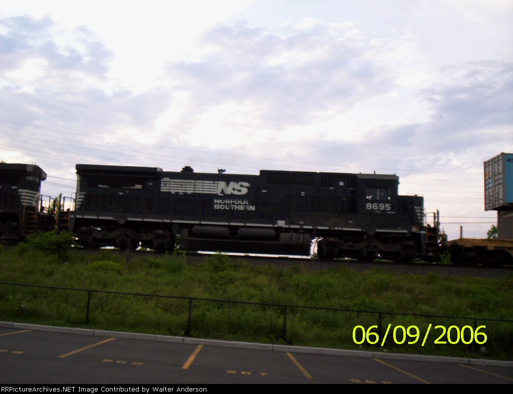 NS 8695 on the double stack train