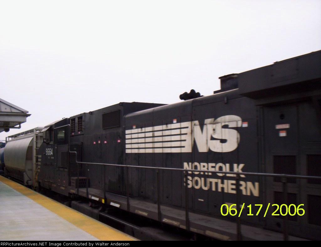 NS 9664 trailing