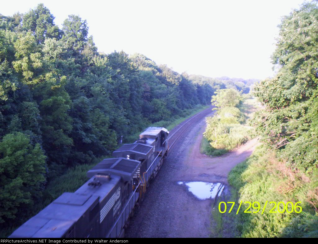 NS 9477 leading a westbound TOFC