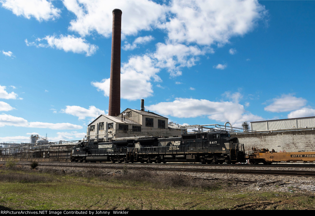 NS 8417 trails on NS 24V at Willoughby