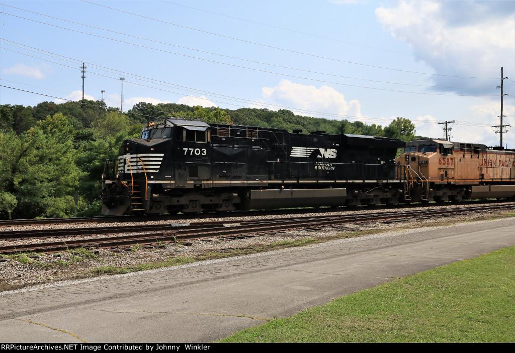 NS 7703 leading NS 162