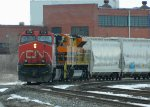 IC #2724 and PW 4301 lea CN L531 into Fort Erie, ON