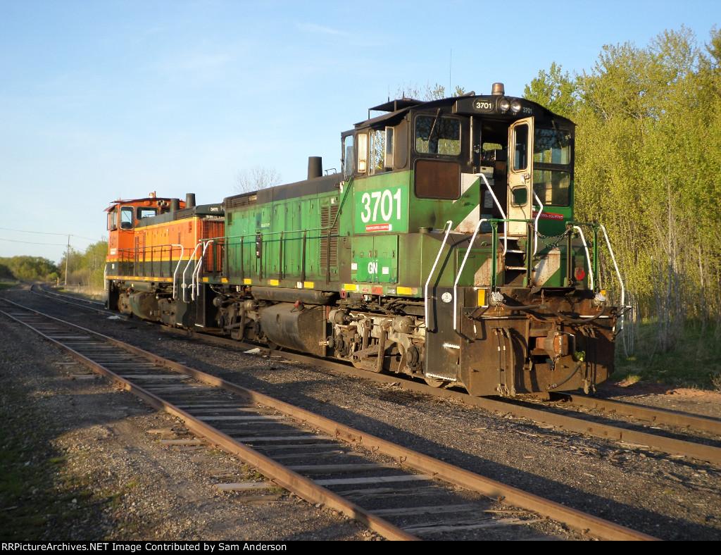 BNSF Locomotives 3411 and 3701