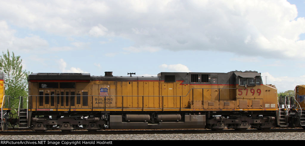 UP 5799 on NS train 172