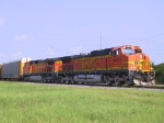 BNSF 4474 & 4586 lead a train to the port