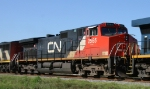 CN 2565 heads north on CSX train Q410