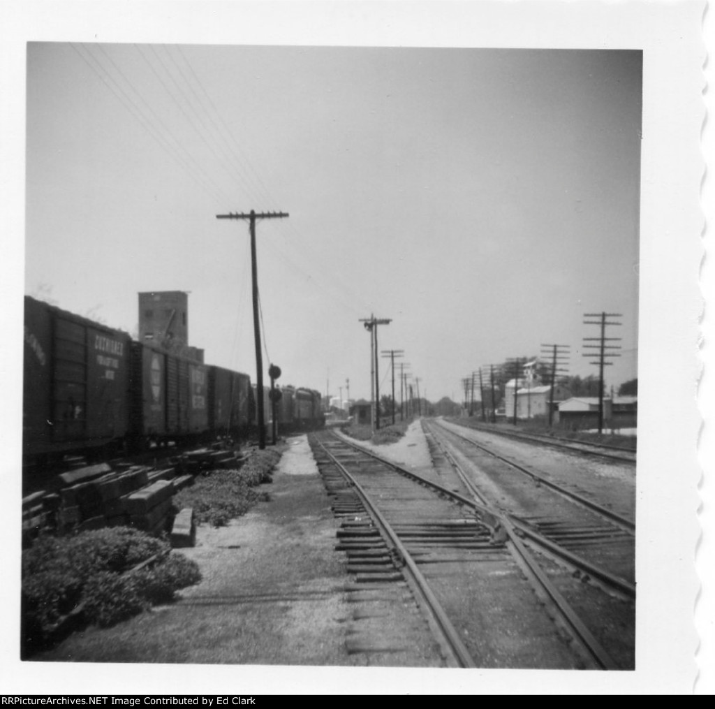 GM&0 Fulton branch connection to Wabash looking West  1965-68?