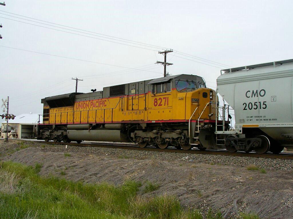CMO 20515 & UP 8271