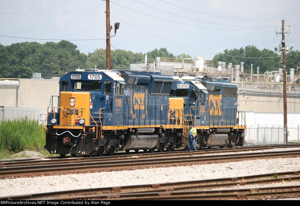 CSX SD40E3 1705 and GP40-2 6350