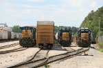 CSX C40-8W 7682, SD40E-3 1705, and GP40-2 6350