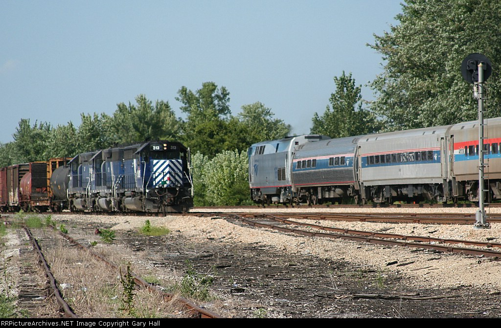 Amtrak 304 meets MKCES