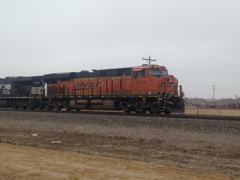 BNSF ES44C4 6829