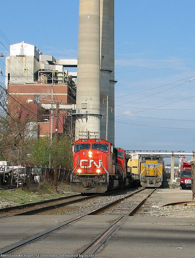 CN 5673 Passing a dead CN train at Washigton Street