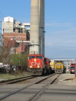 CN 5673 Passing a dead CN train at Washigton Street