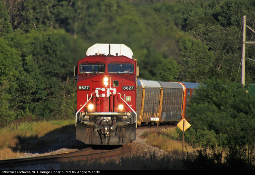 CP 8627 leads 199 as it snakes through the Bowman Road curves