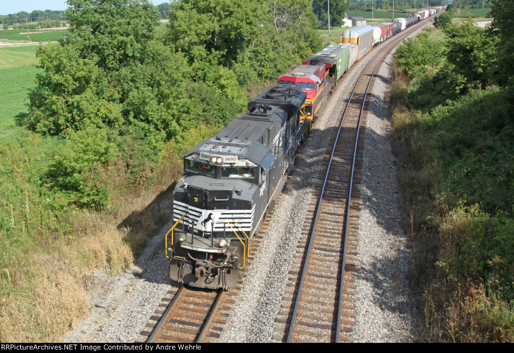 NS 2690 elephant style with a KCSM Southern Belle on westbound 281