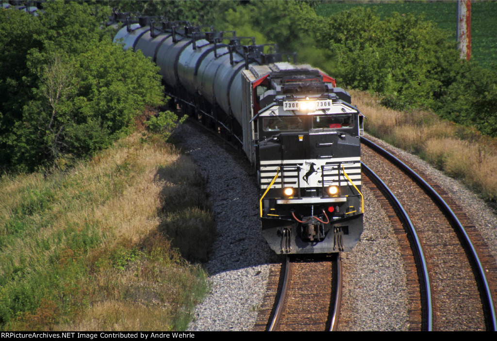 NS 7306 rounds the bend approaching SR 146 with ethanol MTs train 687