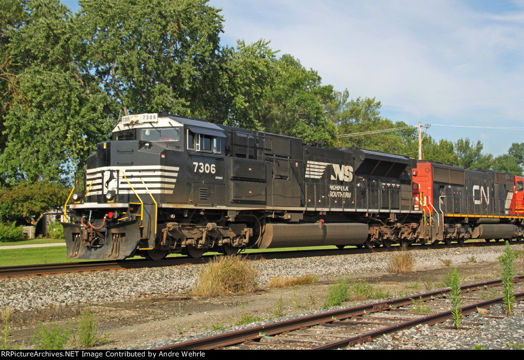 NS 7306 with WB ethanol MTs train 687 chasing the 'Builder