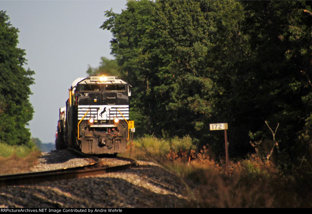 NS 2690 grinds uphill out of the siding with 281