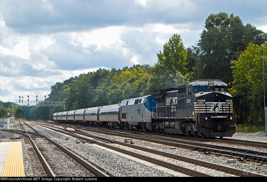 NS 8316 lead Amtrak P084