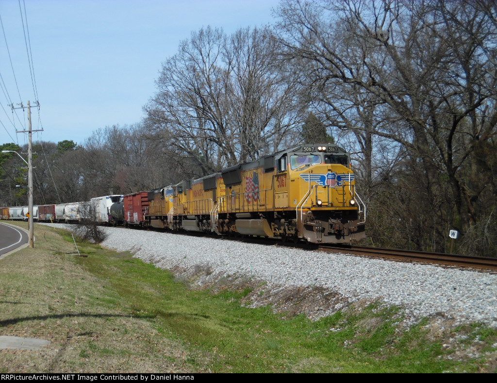NS 16Z rounds the bend at MP 538 behind a trio of UP EMD SD70M's