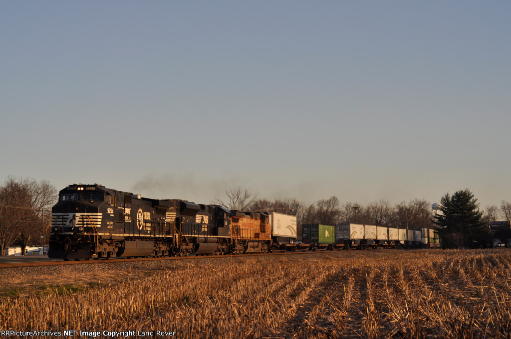 NS 9254 On NS 216 Westbound Last Light ( Golden )