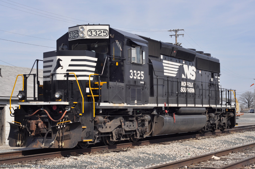 NS 3325 In The Yard Looking For Work