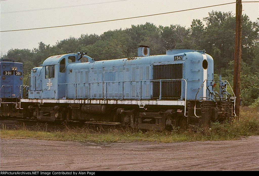 B&M RS3 1547 rests retired