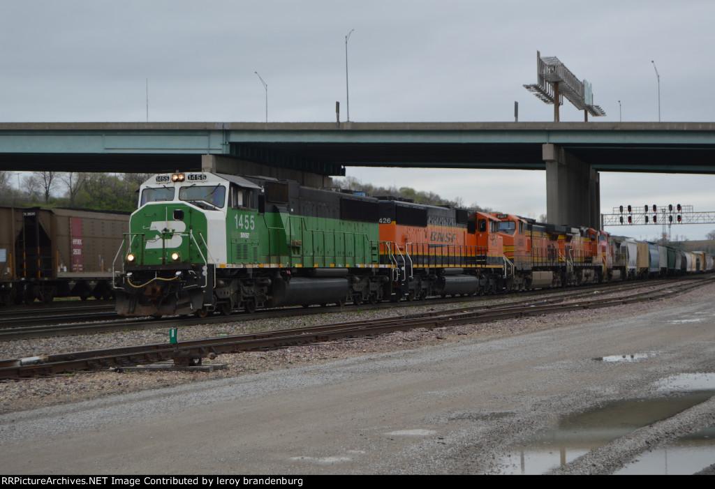 BNSF 1455 leading a eb transfer