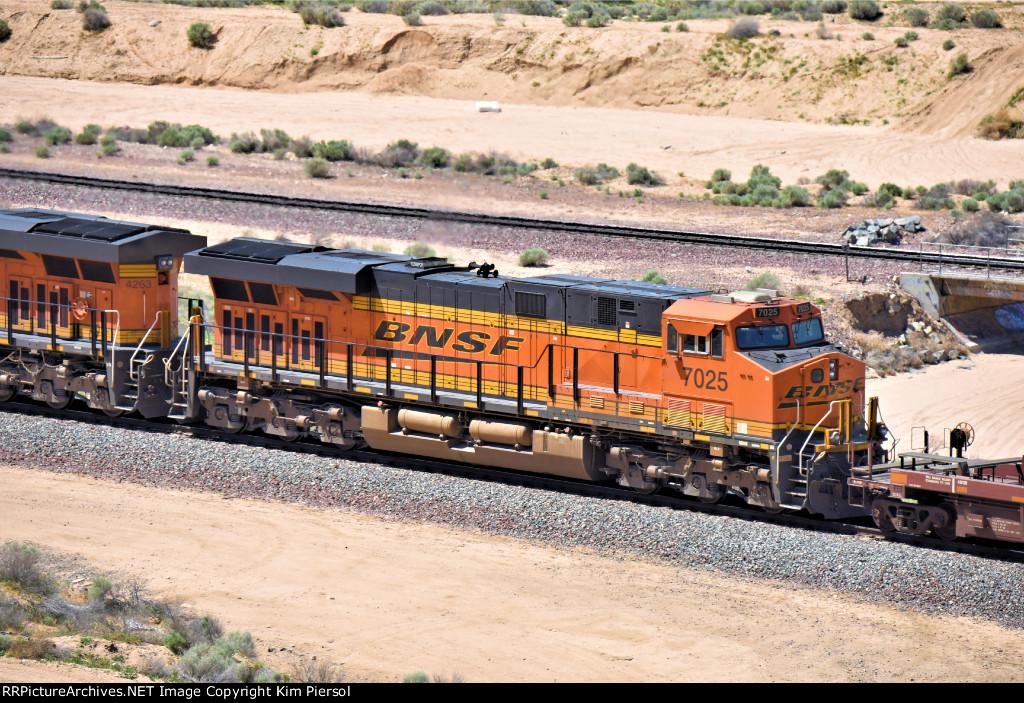BNSF 7025