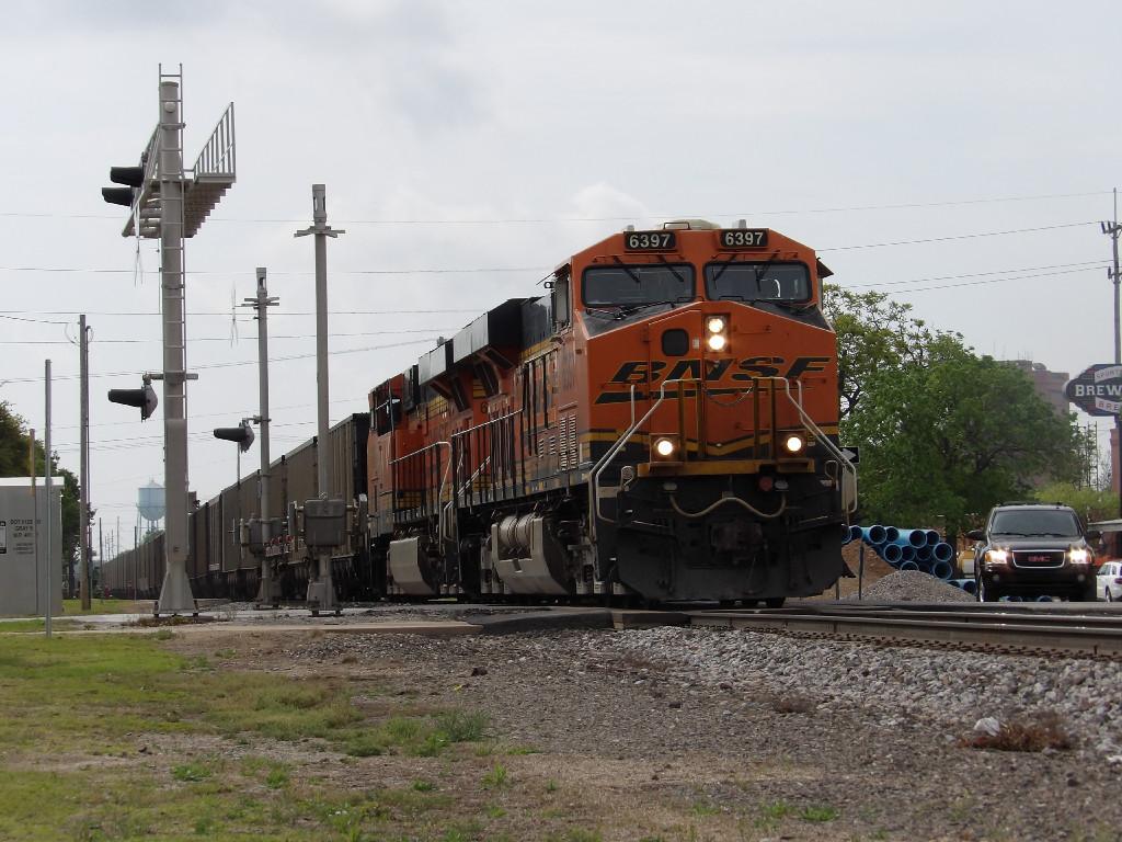 BNSF ES44AC 6397