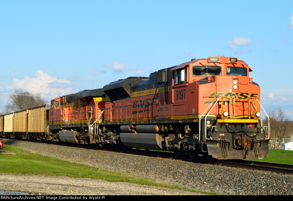 BNSF 9197 and 5889