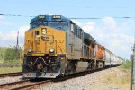 CSX 3269 leads a BNSF manifest WB on the UP Houston Sub